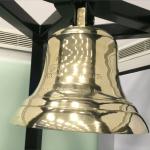 コロンボ証券取引所への鐘を寄贈